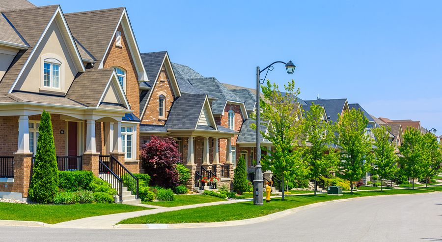Custom built luxury houses in the suburbs of Toronto, Canada