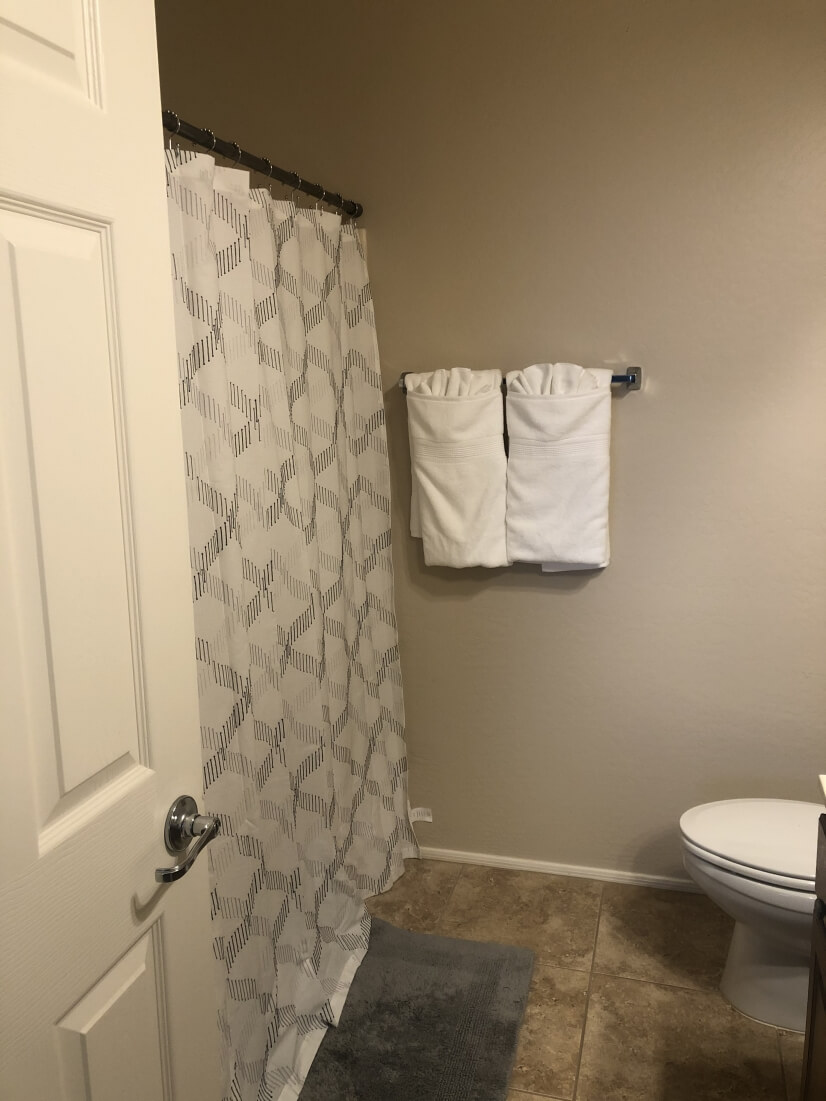 Upstairs Bathroom - Full shower and tub