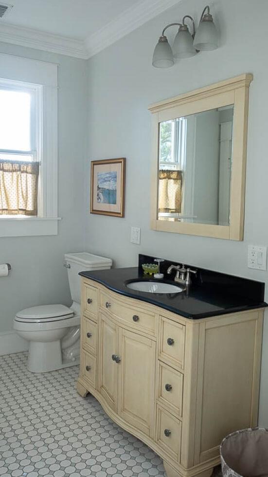 Yes, it has a bathroom!