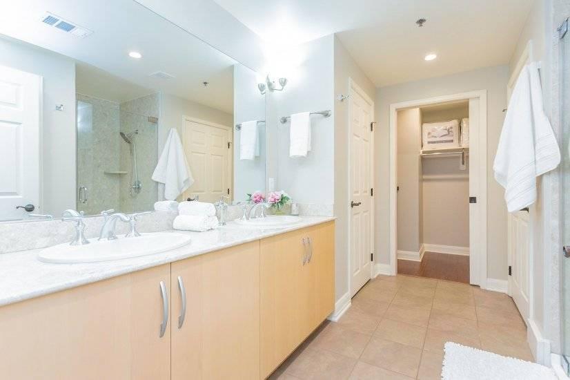 Master bath area, linen closet & walk-in closet