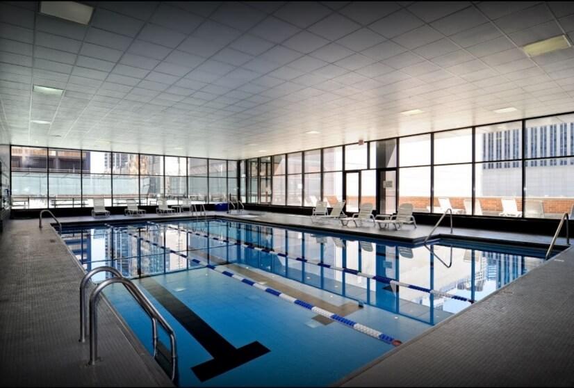 Amazing pool with hot tub