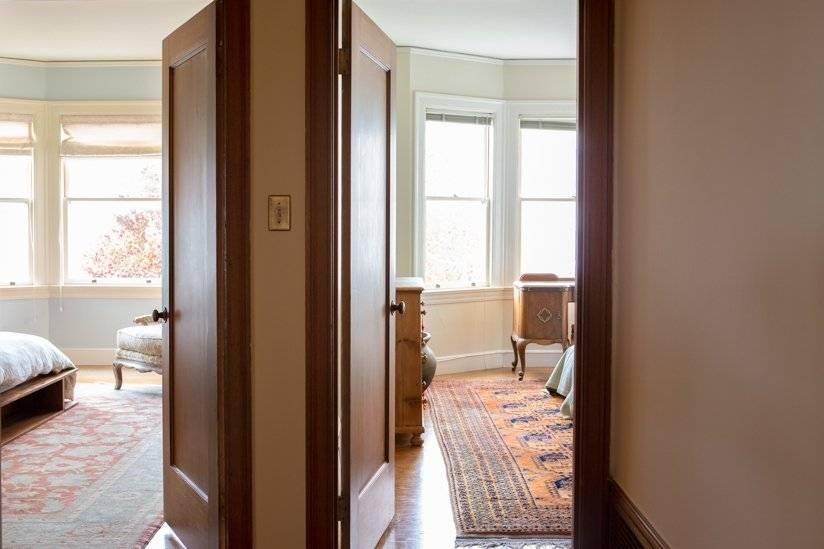 Back hallway to  bedrooms.