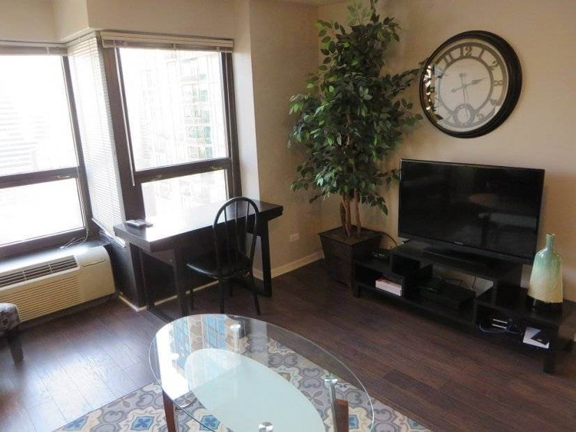 image 3 furnished 1 bedroom Townhouse for rent in Near North, Downtown