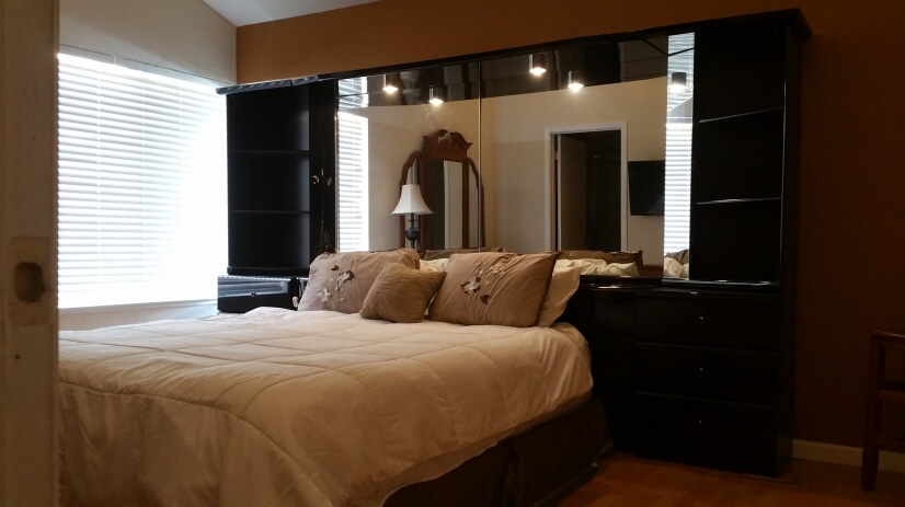 Master bedroom w /king bed