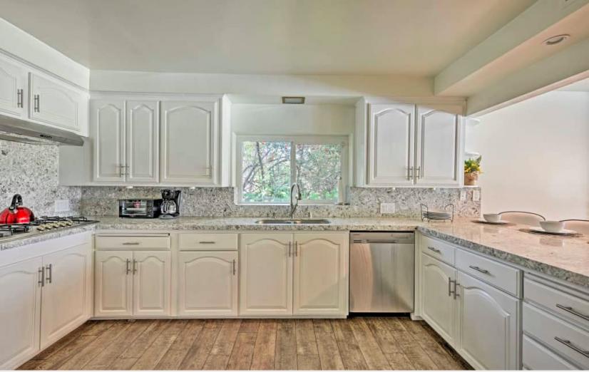 image 6 furnished 3 bedroom House for rent in Sherman Oaks, San Fernando Valley