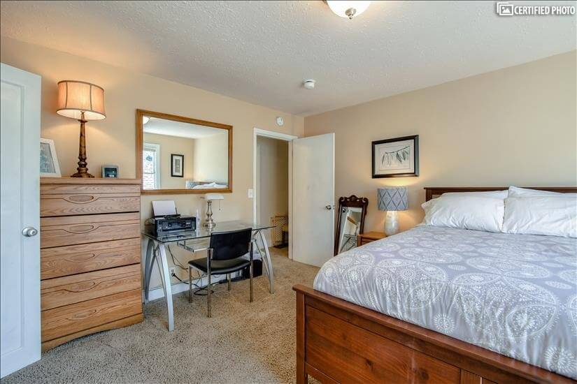 Sacagawea guestroom with Egyptian cotton bedd