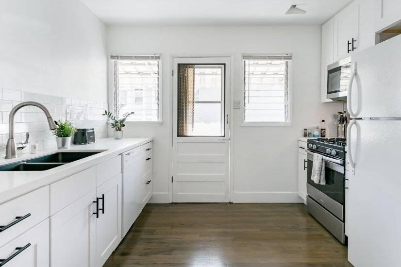 Kitchen: coffee maker, toaster, bean grinder, French Press