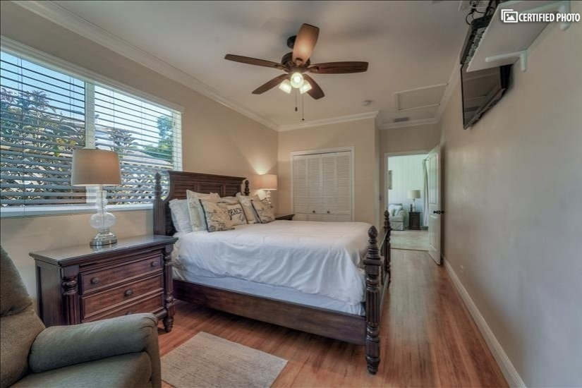 Master bedroom, offers a queen size bed, TV, and nightstands