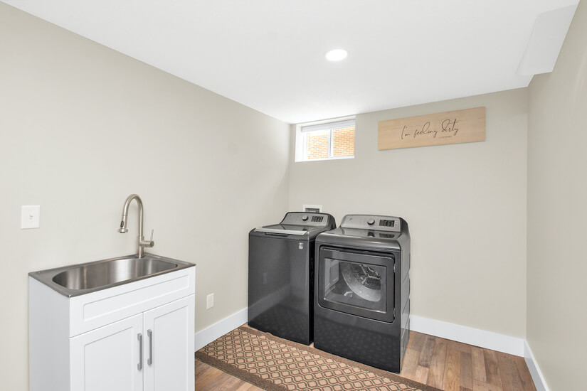 Downstairs laundry room w/ Sink