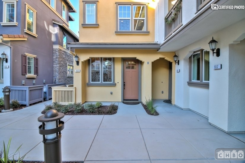 image 2 furnished 3 bedroom Townhouse for rent in Sunnyvale, Santa Clara County