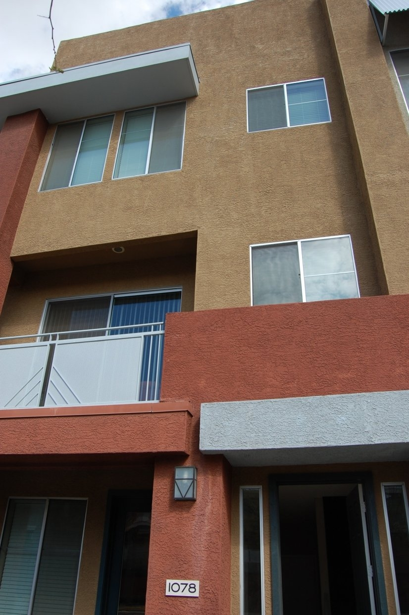 image 2 furnished 3 bedroom Townhouse for rent in Glendale Area, Phoenix Area