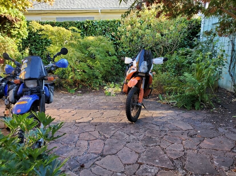 Private Courtyard (Secure Moto Parking!)
