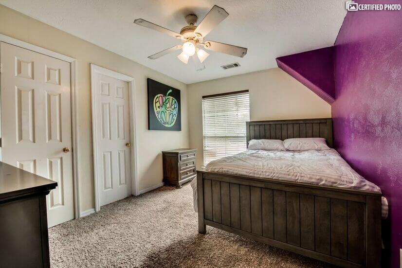 First upstairs bedroom has en-suite bathrm w/