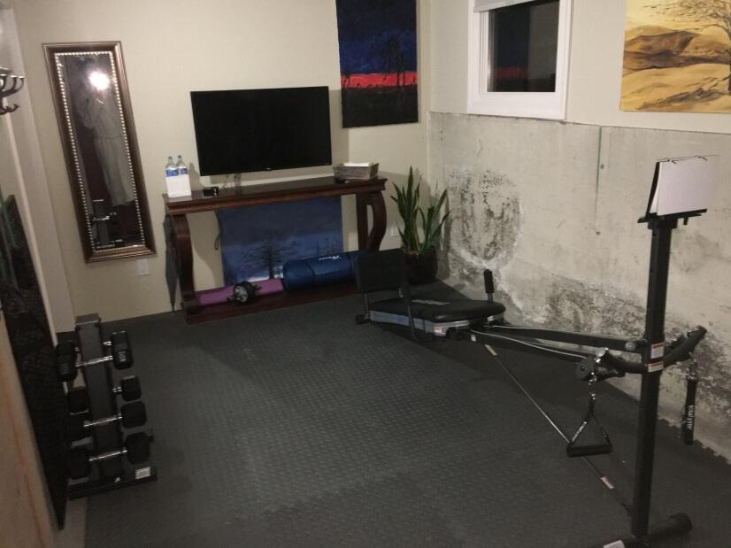 gym - yoga, resistance, flat screen
