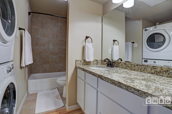 Washer / dryer, bathtub and double sinks