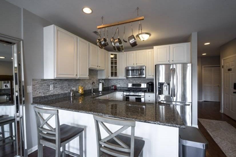 Kitchen & Breakfast Bar - Stainless Steel Appliances Unit 2