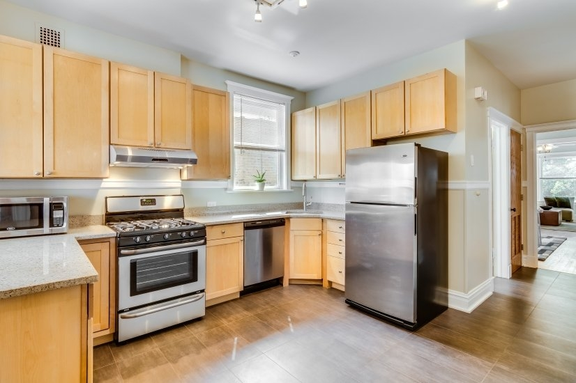 image 9 furnished 2 bedroom Apartment for rent in Uptown, North Side