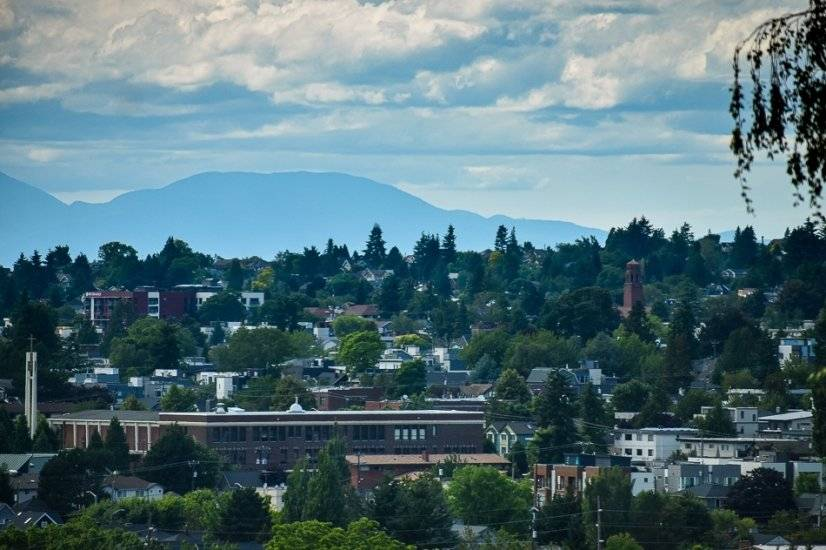 City view with Cascade Mountains in the background