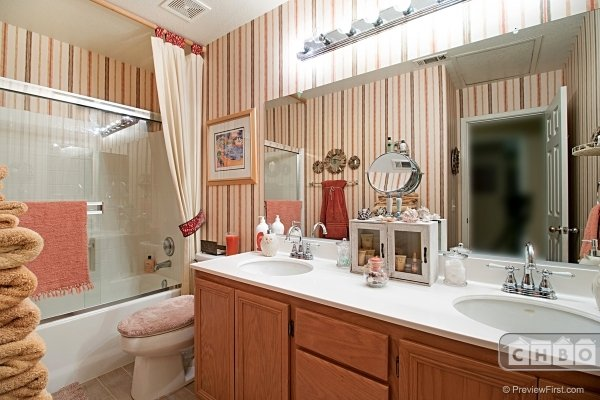 2nd Bathroom upstairs with double sink vanity and shower/tub