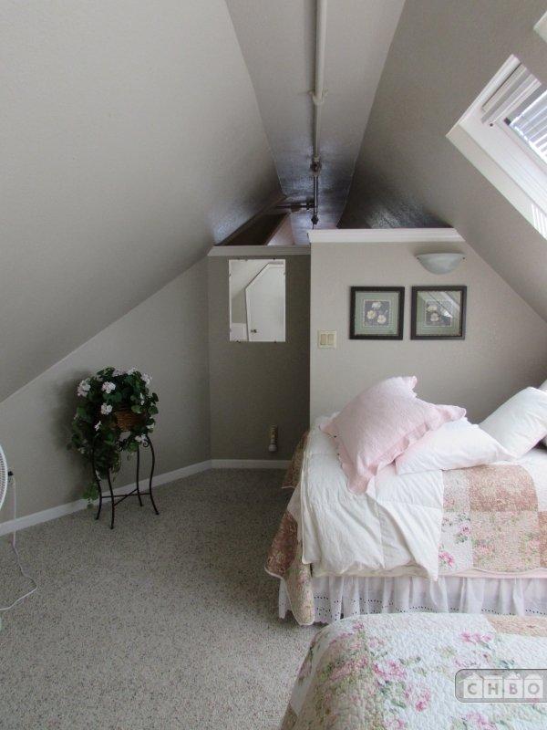 Bedroom Crow's Nest 2