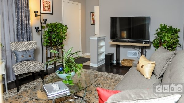 image 2 furnished 4 bedroom House for rent in Westchester, West Suburbs