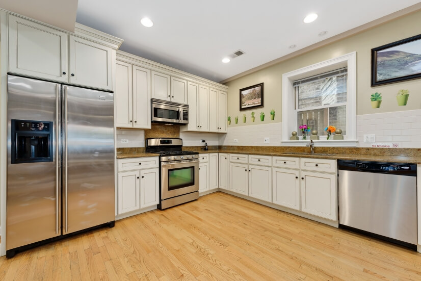 image 6 furnished 2 bedroom Townhouse for rent in Rogers Park, North Side