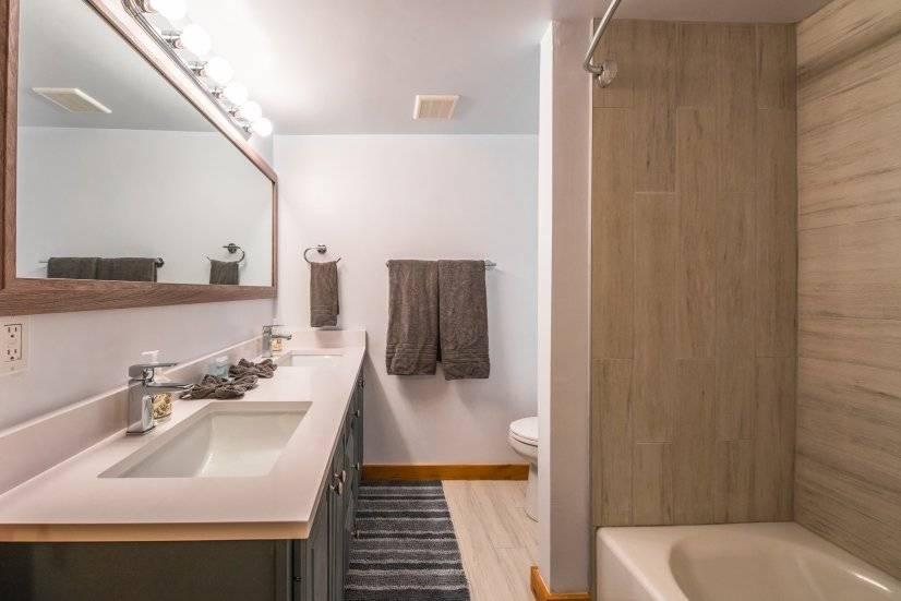 Downstairs bathroom (1st floor of loft)