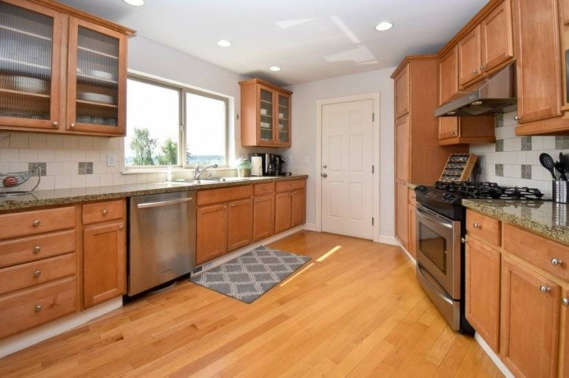 Kitchen fully stocked with new appliances & cooking utensils