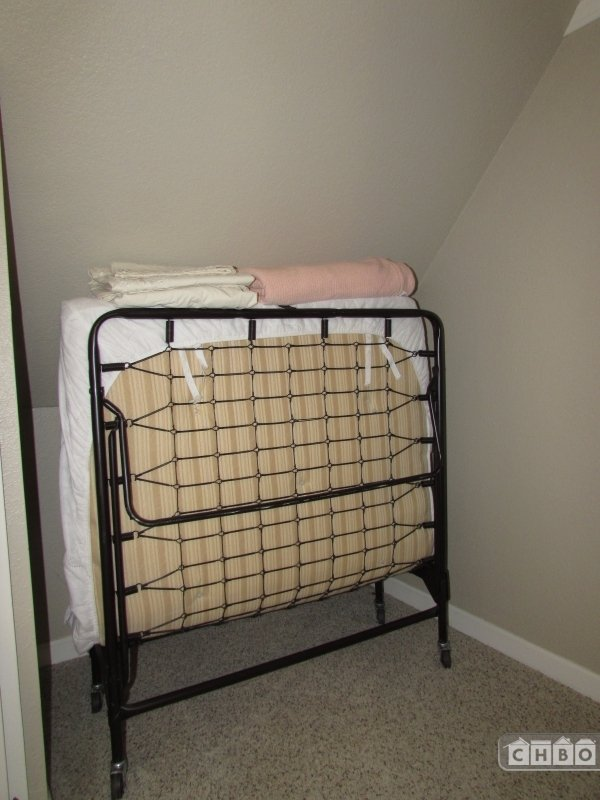 Roll Out Bed Crow's Nest