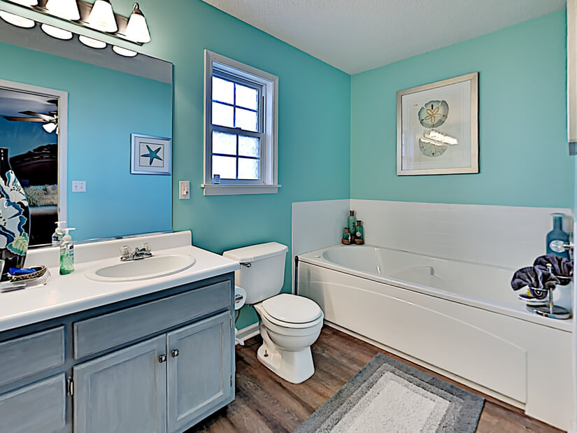 Separate soaker jetted tub in master on suite