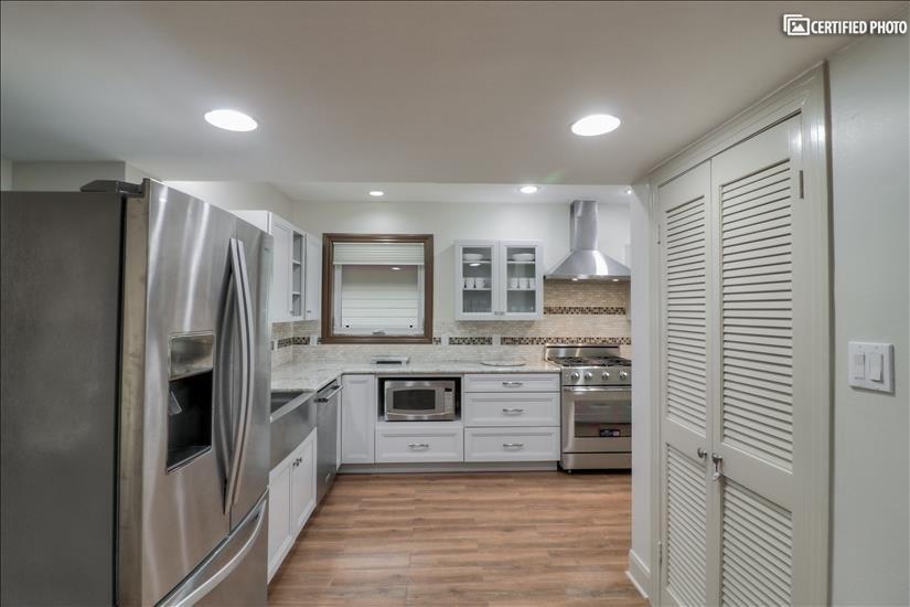 Kitchen - different view.