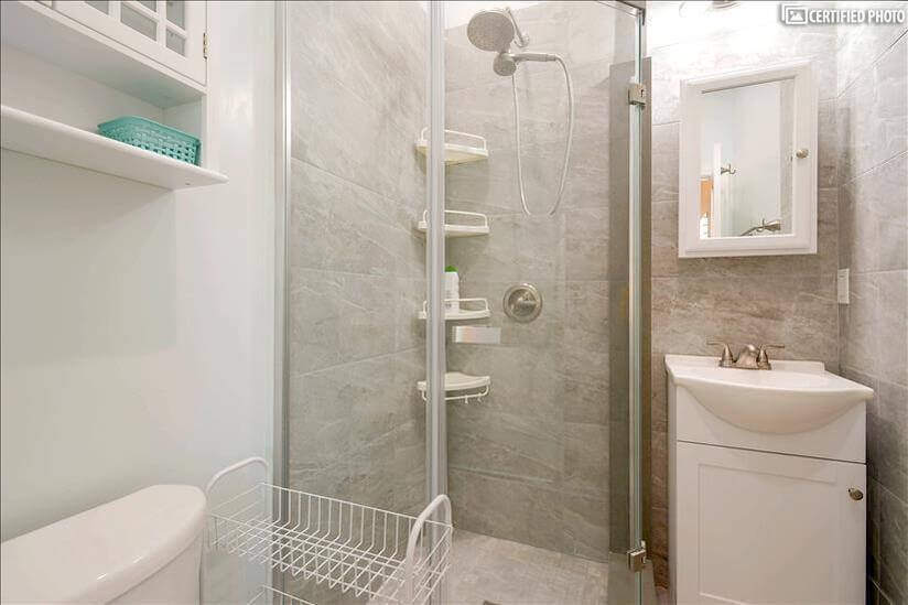 Fully equipped bathroom in master bedroom 2