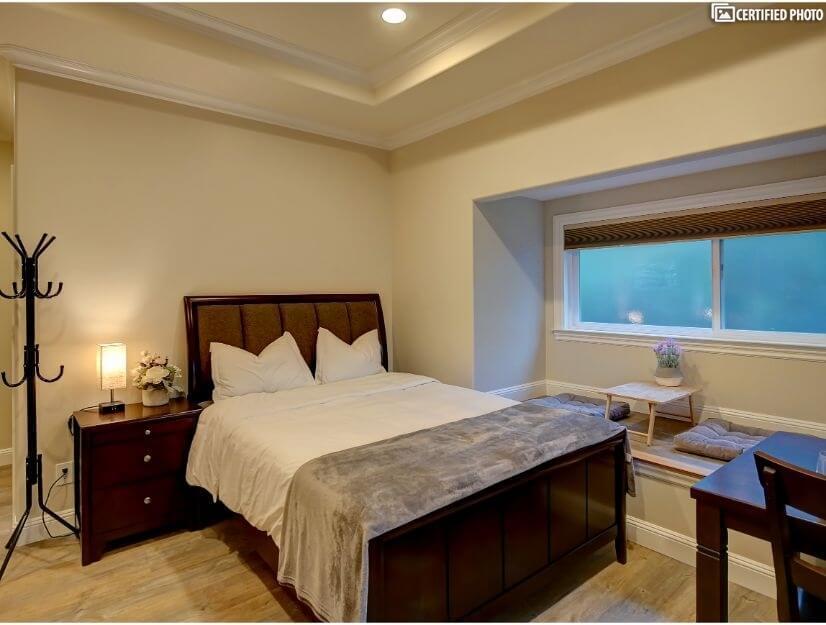 Studio C - Queen size bed, full bath, box/bay window.