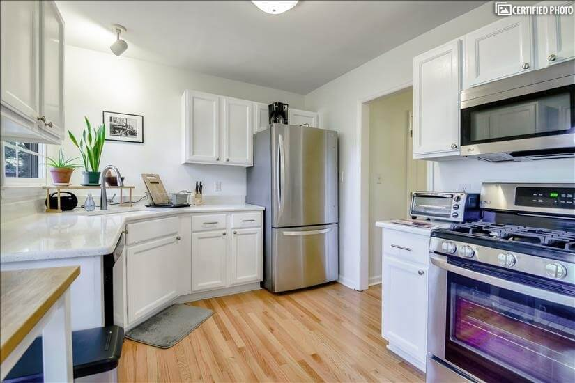 Fully-equipped Kitchen with new appliances.