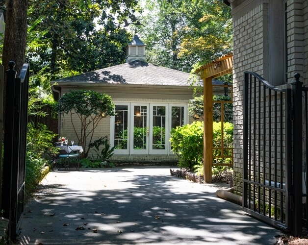 Charming Carriage House in Morningside