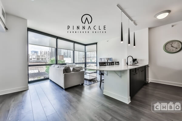 North Loop Highrise-1 Bed-Big Windows