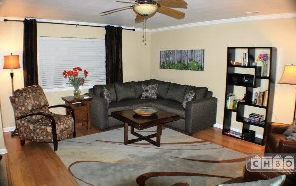 Living Room w/Plenty of Seating