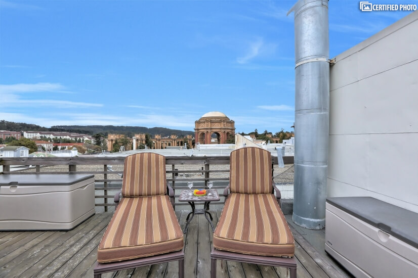 Quiet Rooftop Condo in SF Marina