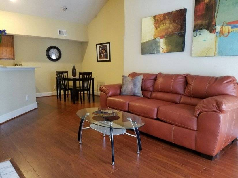 Gated condo located minutes from Medical Center/NRG Stadium