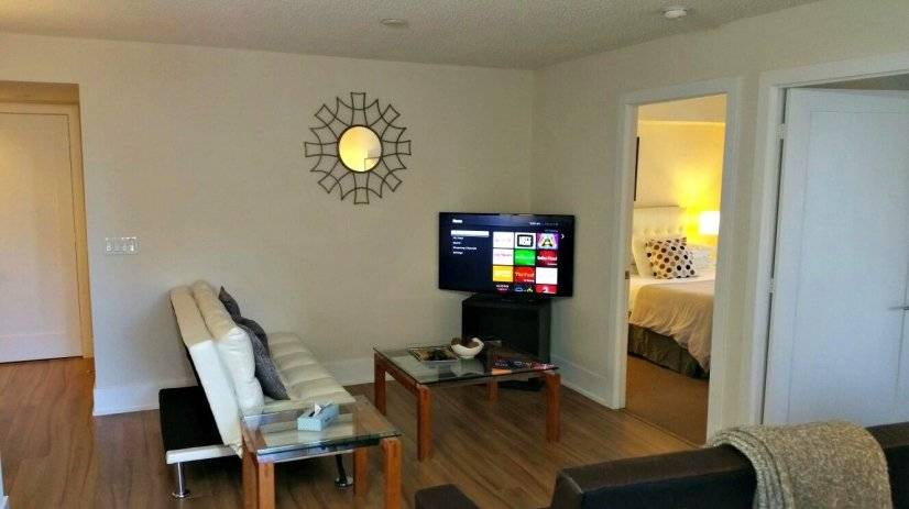 Furnished 2 Bedroom Condo at CN Tower