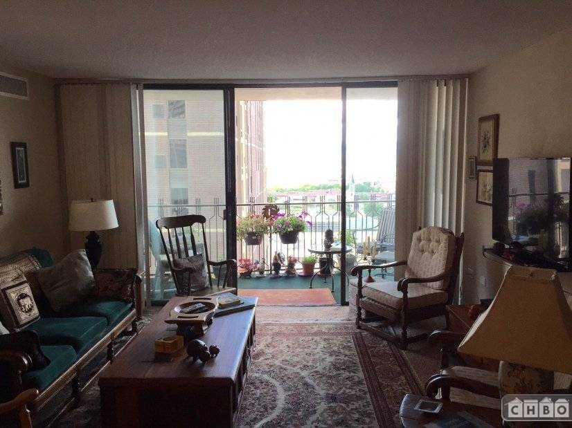 Wonderful downtown condo with fantastic city and mountain vi