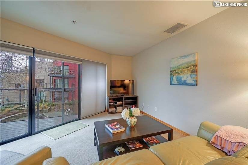 image 2 furnished 2 bedroom Townhouse for rent in Portland Downtown, Portland Area