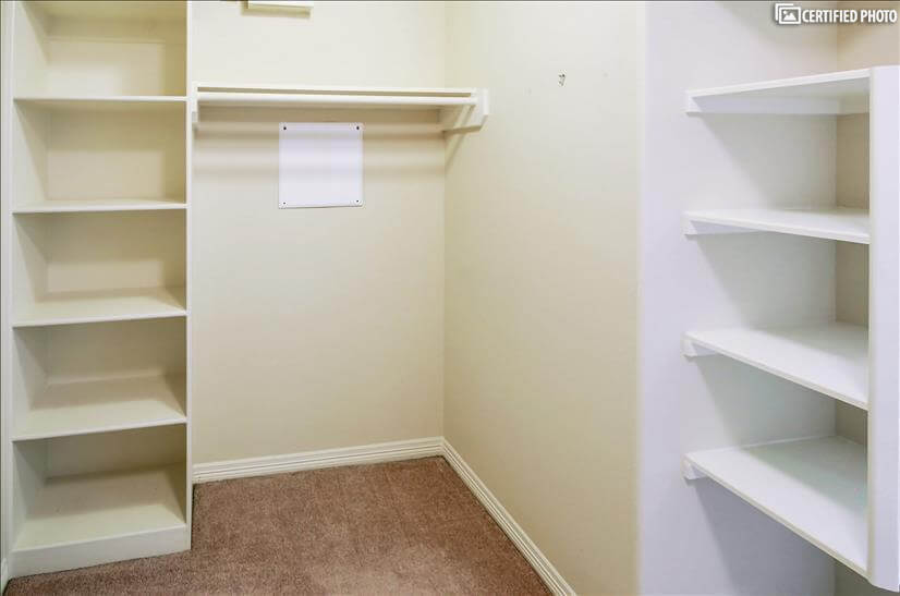 Ample shelf storage for additional items