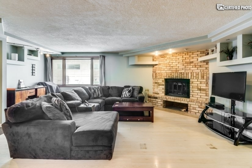 Beautiful, Spacious Old Town Condo
