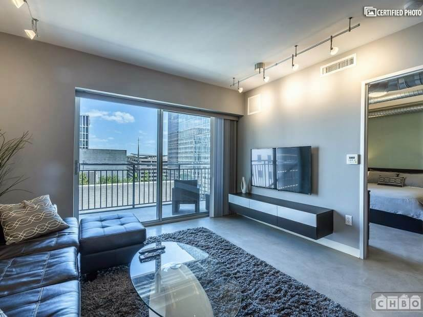 Sleek Condo - Center of Downtown