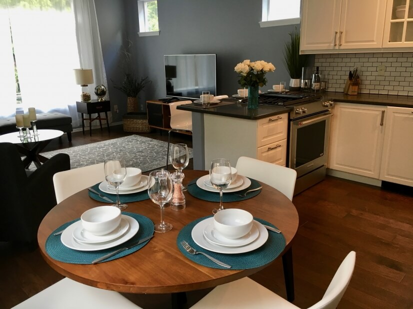 Spacious dining & kitchen
