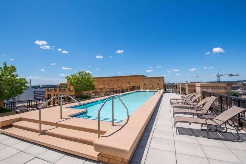 Pool/rooftop