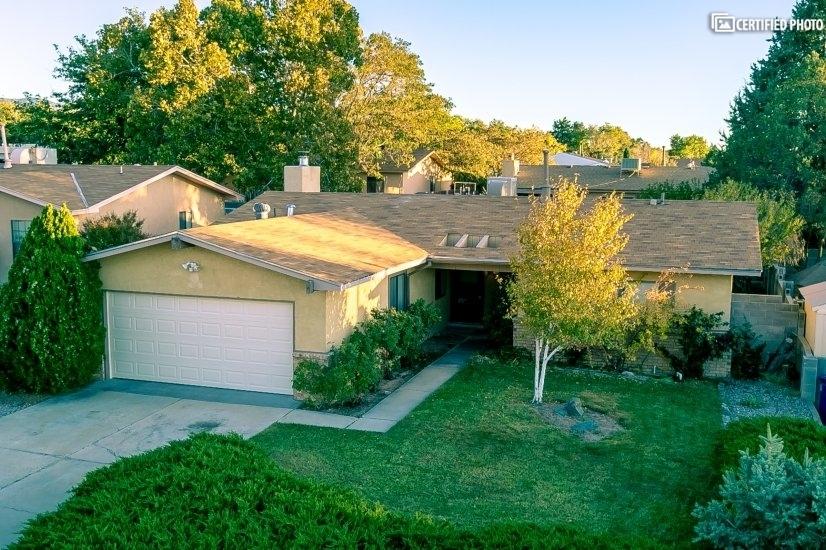 image 1 furnished 3 bedroom House for rent in Albuquerque, Albuquerque - Santa Fe