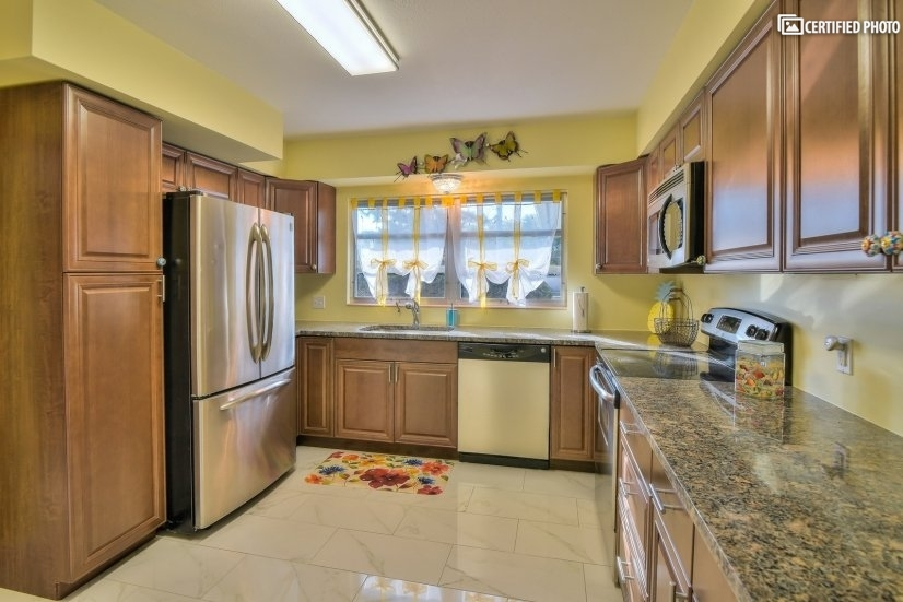 Best Location in Sarasota Furnished 2 BD