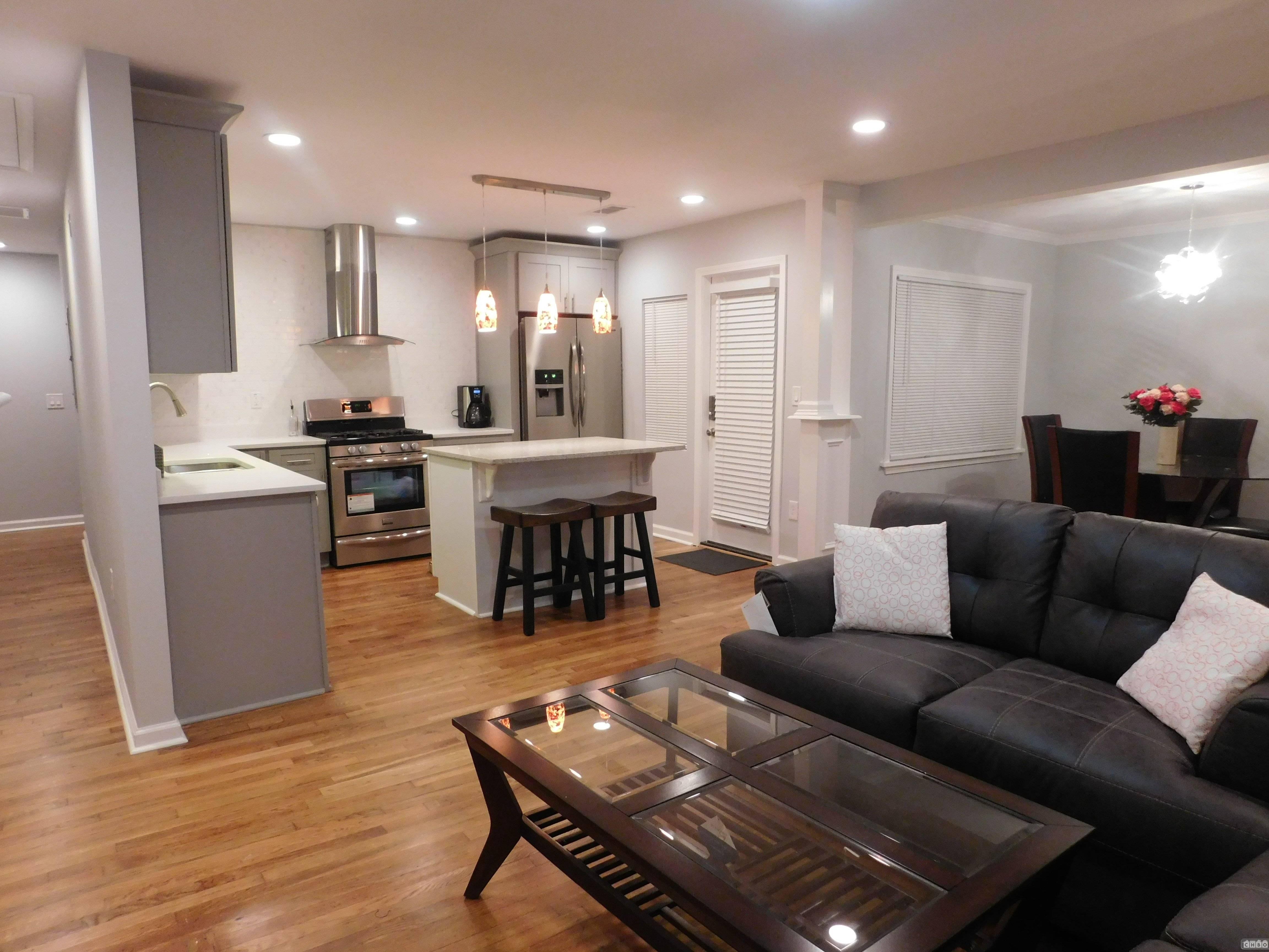 Open floor plan kitchen/living/dinning rooms